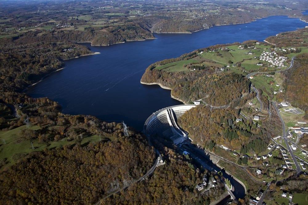 Photo aérienne du lac de Bort les Orgues