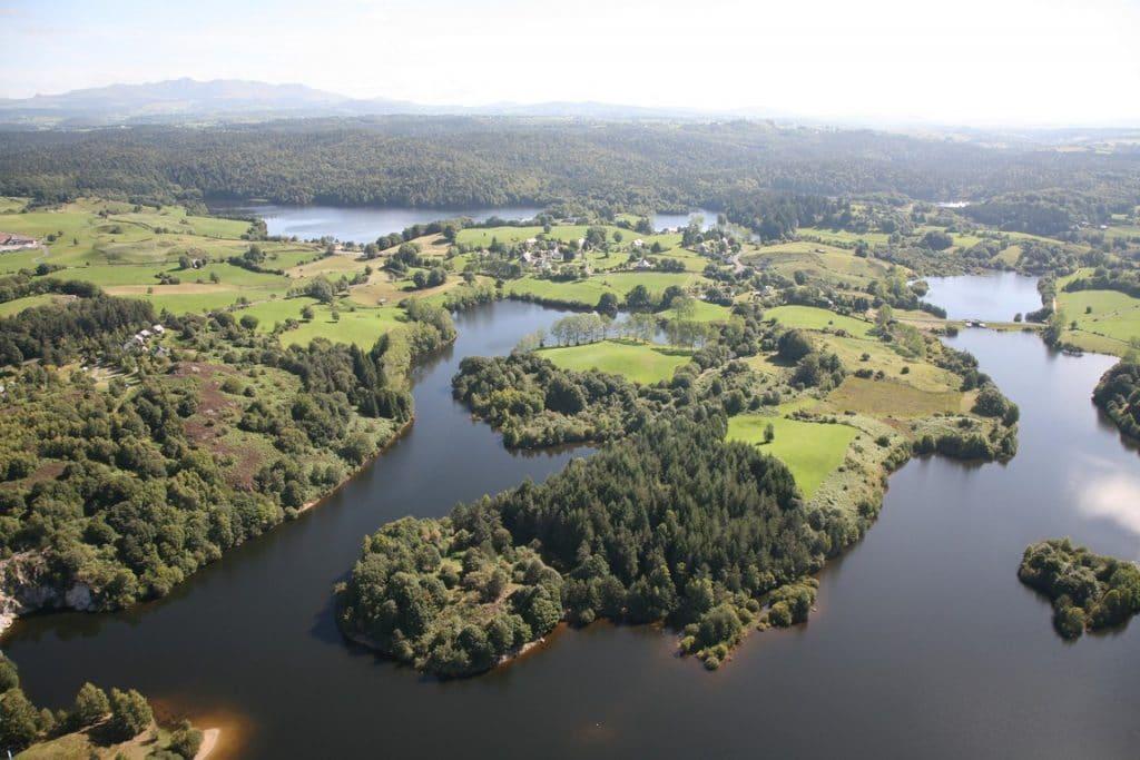 Photo aérienne du lac de Lastioulles