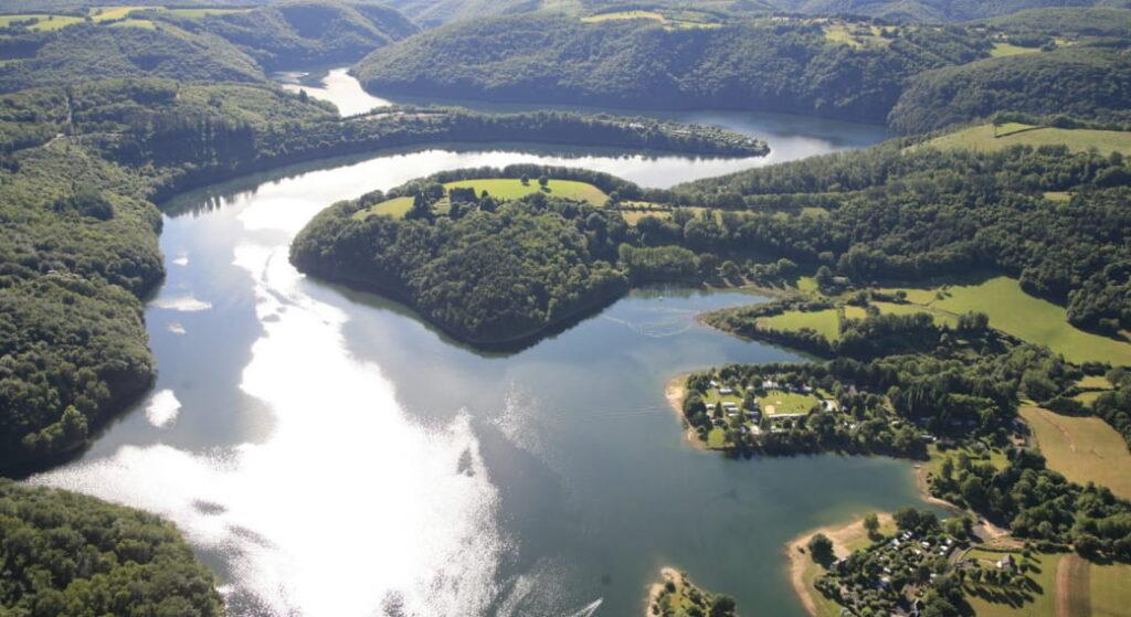 Photo aérienne du lac d'Enchanet