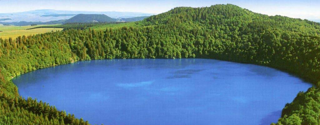 Photo aérienne du lac de Pavin
